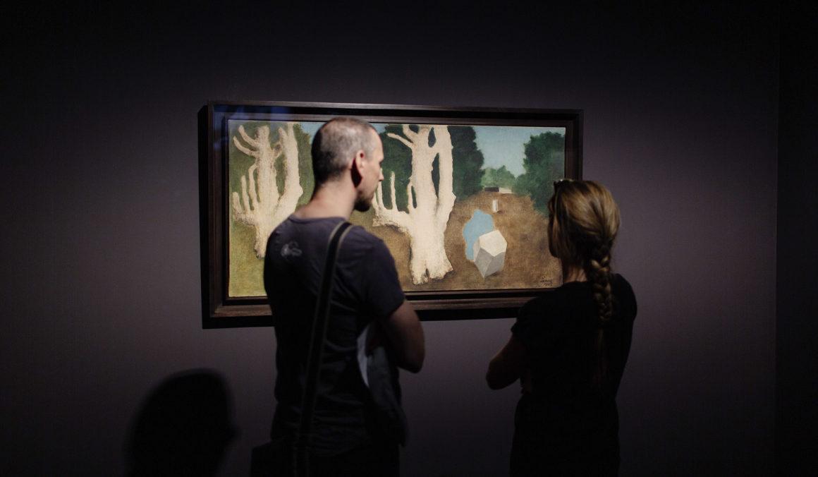 Rendhagyó tárlatvezetések a Szürrealista kiállításban